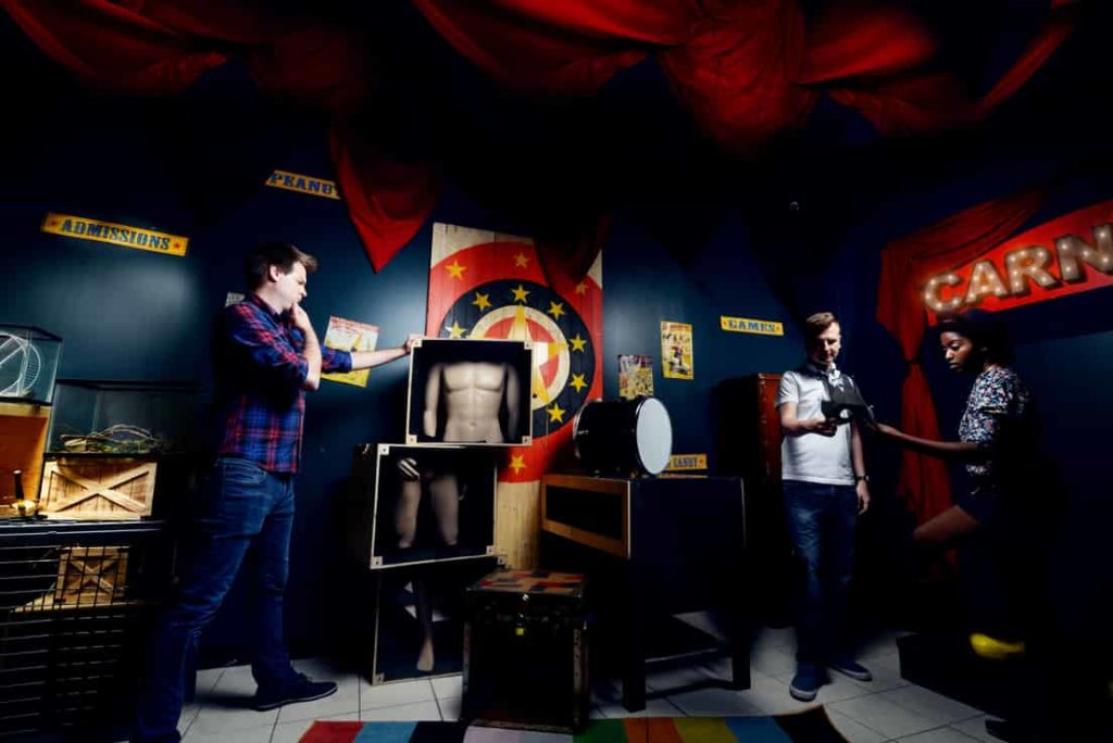 Carnival escape room with 3 players looking for clues